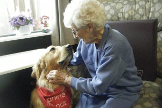 elderly pet therapy